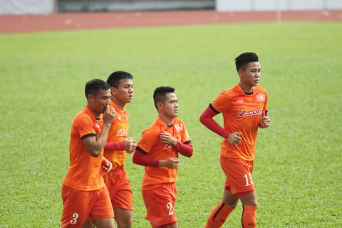 Chấn thương, Quế Ngọc Hải vẫn cùng đội tuyển Việt Nam sang Hàn Quốc