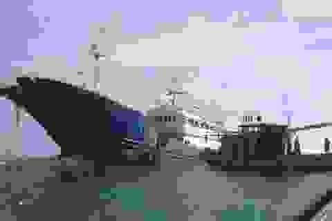 Lai dắt tàu không thuỷ thủ vào bờ