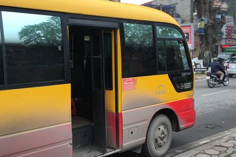 """Xe khách tuyến màu giống xe buýt """"tung tăng"""" trong nội thành Hà Nội"""