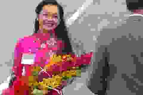 Điều chưa biết về cô gái  Việt tặng hoa cho Tổng thống Obama