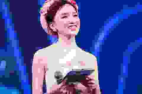 MC Cao Thanh Thảo My gợi cảm với đầm yếm cách điệu