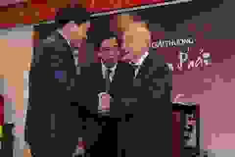 Chủ tịch UBND TP Hà Nội Nguyễn Đức Chung nhận giải thưởng Bùi Xuân Phái