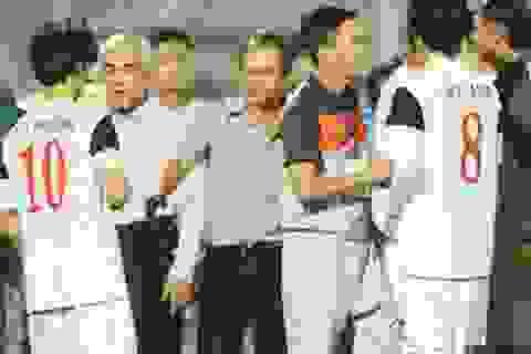 """""""Băm nát"""" nền bóng đá để phục vụ… U19 Việt Nam"""