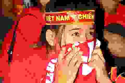 CĐV TPHCM rơi lệ sau thất bại của đội tuyển U23 Việt Nam