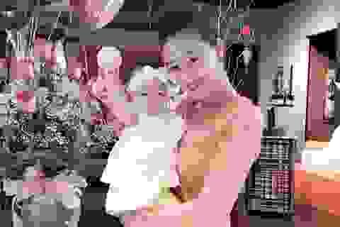 Lần đầu tiên con gái Maya lộ diện trong sinh nhật của mẹ
