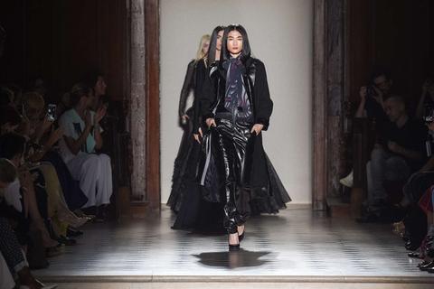 Việt Nam có siêu mẫu trình diễn tại tuần lễ thời trang cao cấp Paris