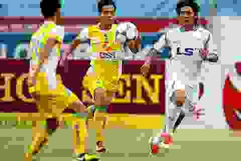 CLB Hà Nội lên ngôi đầu, Huế bại trận trước CLB TPHCM
