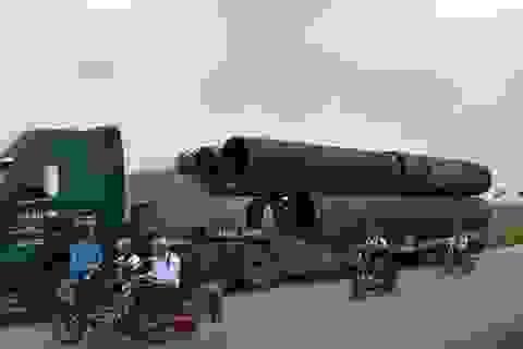 """Nghệ An: Tài xế khoá xe """"khủng"""" chạy trốn Thanh tra giao thông"""