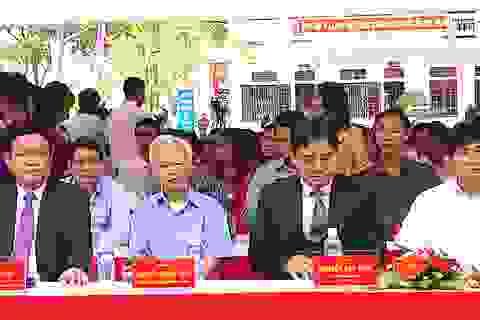 Phó Thủ tướng Vương Đình Huệ về trường cũ dự khai giảng