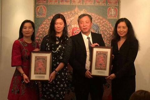 Tỷ phú Trung Quốc lập kỷ lục đấu giá tấm thảm 600 năm tuổi