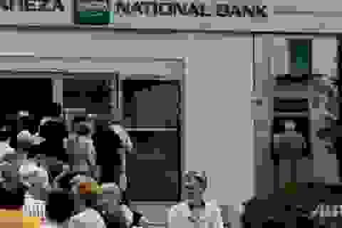 """Ngân hàng Hy Lạp sẽ """"hết sạch"""" tiền mặt trong 2 ngày tới"""