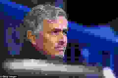 Chelsea khởi đầu tệ hại, Mourinho cúi đầu nhận lỗi
