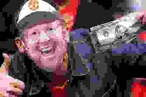 Nhà Glazer kiếm được 15 triệu bảng mỗi năm từ Man Utd