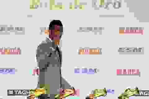 C.Ronaldo nhận Chiếc giày vàng, hẹn sang năm tái ngộ