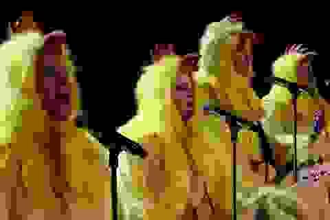 """Bản cover độc đáo của Ironic do ban nhạc """"gà"""" thực hiện"""