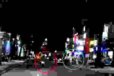 Video: Cô gái một mình giằng co túi xách với hai tên cướp