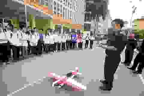 Học sinh Hà Thành say sưa khám phá ngành công nghệ vũ trụ
