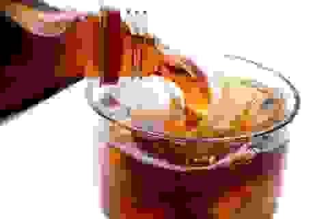 Khoa học vui: Tuyệt chiêu đổi màu Coca-Cola sang trong suốt