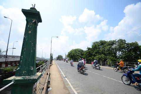 Đập cầu 90 tuổi giữa Sài Gòn, thay thế bằng cầu mới 163 tỷ đồng