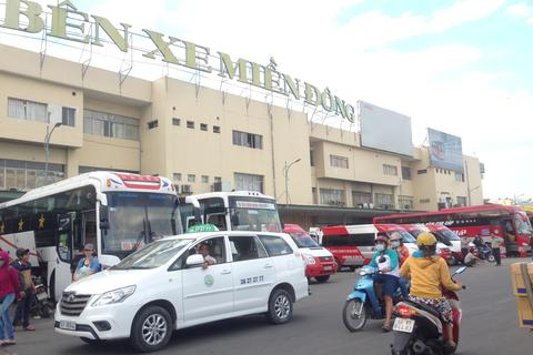 Xe khách, taxi cấp tập công bố giảm giá cước