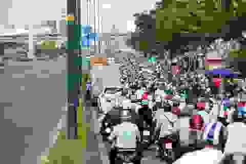 TPHCM: Từ hôm nay, xe máy được chạy vào làn ô tô trên đại lộ Phạm Văn Đồng