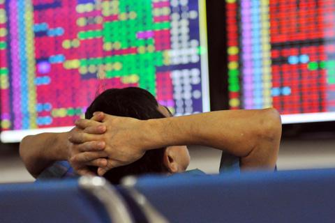 Chứng khoán đồng loạt đỏ sàn, VN-Index mất gần 30 điểm