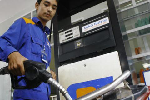 Bộ Tài chính sửa thuế, giá xăng bật tăng 675 đồng/lít