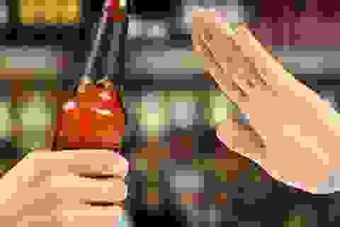 """""""Uống để say"""", người Việt mua bia về nhà nhiều hơn"""
