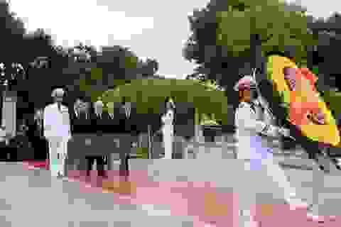 Lãnh đạo Đảng, Nhà nước viếng lăng Bác, dâng hương tưởng niệm ngày 27/7
