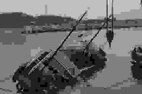 Tàu du lịch bất ngờ bị đắm trong cảng Tuần Châu