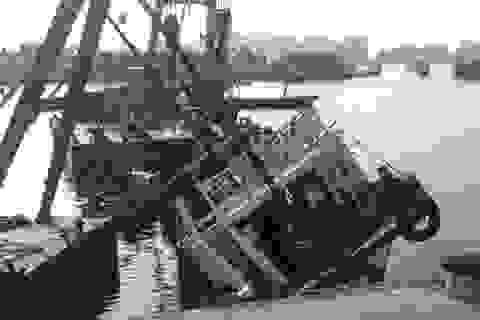 Thêm một tàu du lịch bị chìm khi đang neo đậu tại cảng Tuần Châu