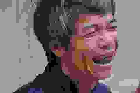 """Nụ cười hạnh phúc của người đàn ông từng """"bẻ mì tôm sống ăn hàng ngày"""""""