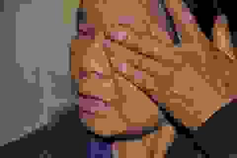 Mẹ nhịn đói, ngủ hành lang bệnh viện nuôi hi vọng chữa bệnh cho con