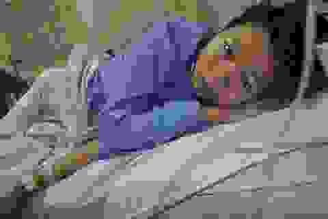 Cậu bé mồ côi bố mẹ bị u tiểu mầm sẽ được hóa trị miễn phí tại bệnh viện K Hà Nội