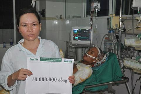 Quỹ Nhân ái hỗ trợ nóng 10 triệu đồng đến người đàn ông bị bỏng do giúp hàng xóm dập lửa