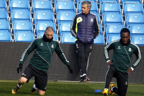 Mourinho trầm tư trong buổi tập đầu của Real Marid tại Etihad