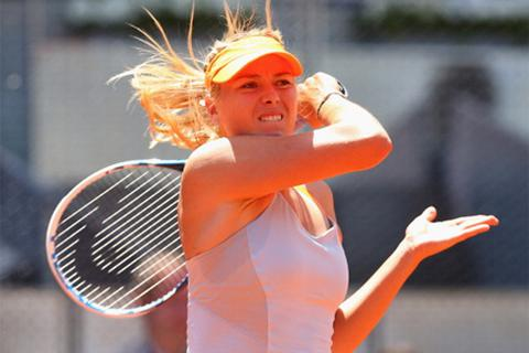 Sharapova, Azarenka chật vật tiến vào vòng 2