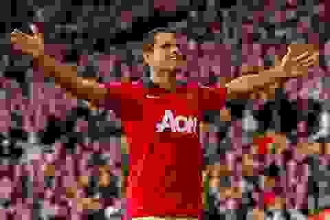Rooney, Chicharito giật chiến thắng từ tay Stoke về cho MU