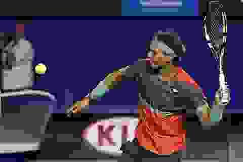 """Nadal """"bắt nạt"""" tay vợt tuổi teen của nước chủ nhà"""