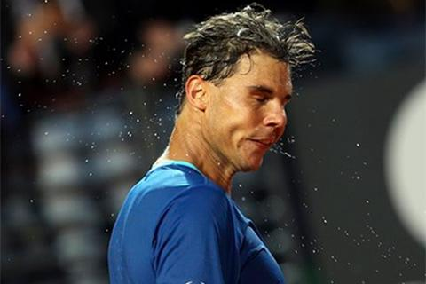 Nadal nhọc nhằn nuôi mộng bảo vệ ngôi Vương