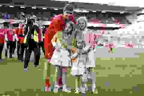 Màn chào sân Anfield đầy ấn tượng của Gerrard