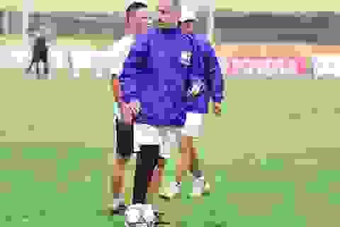 Đứt dây chằng, HLV Graechen vẫn chỉ đạo cầu thủ HA Gia Lai tập luyện