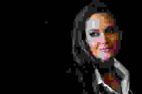Angelina Jolie chia sẻ về quyết định phẫu thuật cắt buồng trứng