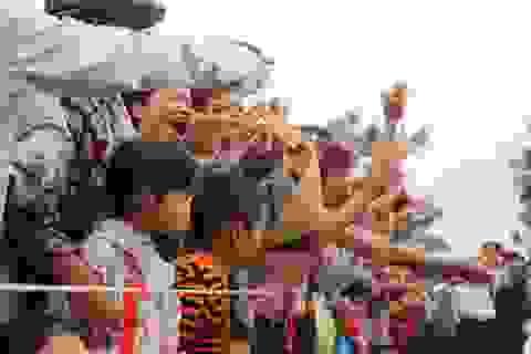 Nô nức khai hội chùa Hương Tích