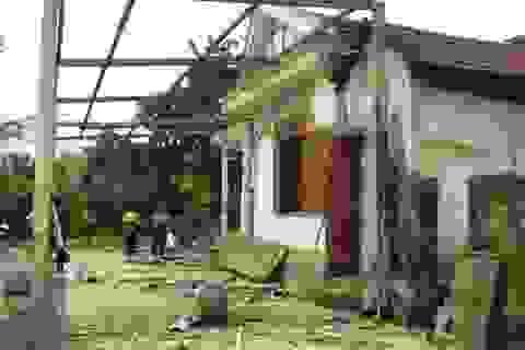 Hơn 300 ngôi nhà bị tốc mái do lốc xoáy