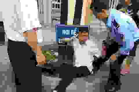 Công dân khiếu kiện lăng mạ, nhổ nước bọt, tấn công cán bộ tiếp dân