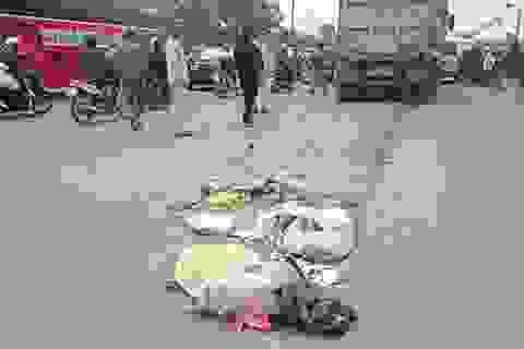 Hà Nội: Bị xe ben kéo lê 10m, một phụ nữ chết thảm