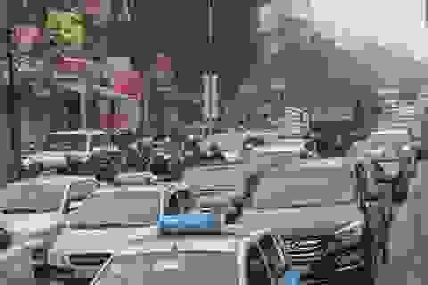 Đường phố Hà Nội đông nghịt người về nghỉ Tết