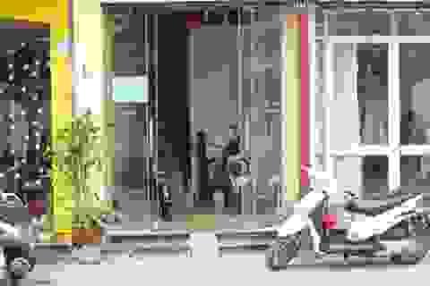 Hà Nội: Nữ sinh lớp 8 rơi từ tầng 3 xuống đường đã tử vong