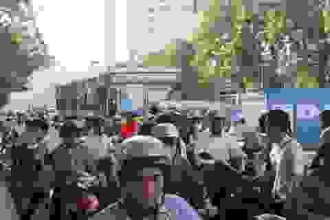 Hà Nội: Ùn tắc kéo dài trong ngày làm thủ tục thi THPT Quốc gia